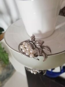 MIKIMOTO Vintage Cultured Akoya Pearl Silver Brooch