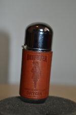 Antiguo mechero de gasolina Beefeater Capsula forrada en polipiel -
