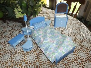 Vintage Barbie Bed w/ Night Stand Dresser Bench Blue w/ Pillow & Bedspread 1998