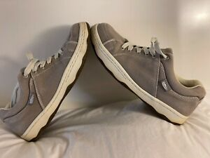 Simple OS Shoes Very Lightly Worn - Size 9.5