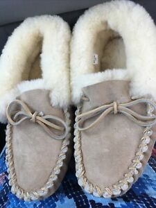 LL BEAN Women's Tan Suede Shearling Lined  Moccasin Slippers Size 10