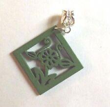 pendentif argenté losange vert en bois 35x35 mm
