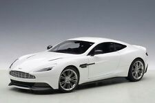 1:18 Autoart Aston Martin Vanquish 2015 (Glossy Blancheur) COMPLET Openings
