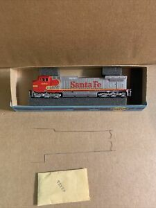 Athearn HO Scale Non Power Santa Fe C44-9w #690 Open Box Used