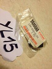 Yamaha 12R-83513-00 VMX12 SR125 XV535 XV1000 soporte silentblock contador