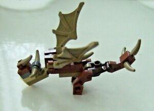 HARRY POTTER.  HUNGARIAN HORNTAIL small model  Hogwarts Castle.