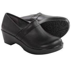 New JBU by Jambu Cordoba black Leather Clogs  women's size 7.5