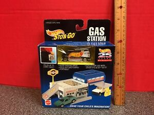 Hot Wheels Sto & Go Gas Station With Racing Van Mattel 1995
