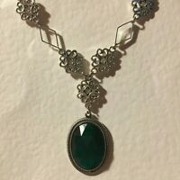 LACY FILIGREE VICTORIAN STYLE EMERALD GREEN DARK SILVER PLATED PENDANT NECKLACE