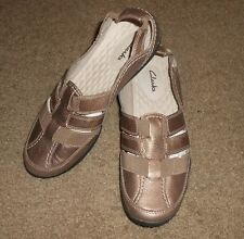 CLARKS Flats Pull-On Shoes Women Size 7M Gold Leather