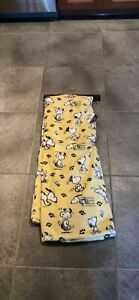 Peanuts poses and paw prints 55x70 blanket Yellow