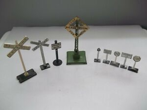 lionel metal signs railroad crossing and track signs very good condition