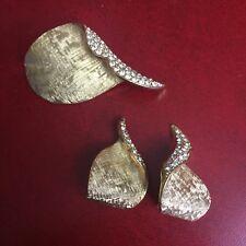 Vintage Set Brooch Clip On Earrings Signed 59C Leaves Brushed Gold Rhinestone