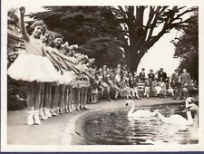 Bristol Zoo Miss Maddocks Pupil Dancer Party Cygne swan Danseuse tutu Photo 1935