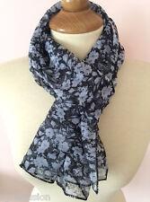 Foulard Etole, Écharpe chèche noir motif fleur doux et ultra léger à porter