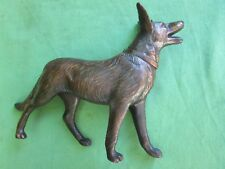 Sculpture Chien berger Allemand ancien Made in France métal cuivré long 20 cm