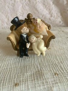 ADORABLE COUPLE VINTAGE WILTON WEDDING CAKE TOPPER @1970 KISSING W CHERUB