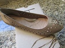 BORN B.O.C GOLD FLATS LOAFERS SHOES WOMENS 8 COSIMA LEATHER FREE SHIP DISPLAY
