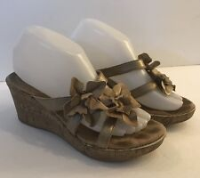 BORN Women's Slide Sandals Metallic Gold Leather Floral Wedge Thong  Sz 8