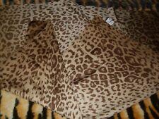 Pañuelo grande PRÊT-À-PORTER leopardo lince tigre estampado raro segun la luz