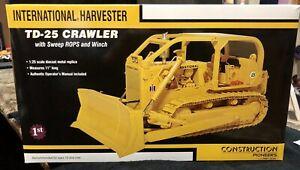 International IH TD-25 Crawler with ROPS & Winch - First Gear 1:25 #70-0186 New!