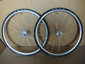 700C WHEELS - CAMPAGNOLO RECORD PISTA LARGE FLANGE HUBS / NEW HALO RETRO RIMS