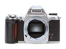 Analoge Kameras mit eingebautem Blitz und Tasche/Schutzhülle