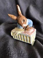 "Lovely Royal Doulton ""New Baby Bunnykins"" Cute Rabbit Figurine DB158"