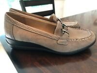 Natural Soul Womens Wilson Taupe Leather Slip On Loafers Flats Shoes size 7M EUC