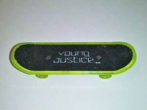 Young Justice Robin Finger Skate Board Green 2012 McDonald's Meal Toy