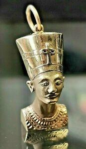 Nefertiti Vintage Charm. Hallmarked 9ct gold c1973 London. Free P&P #cB
