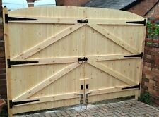 "WOODEN DRIVEWAY GATES HEAVY DUTY GATES! 5FT 6"" HIGH X 9FT 6"" WIDE (4FT 9"" EACH)"