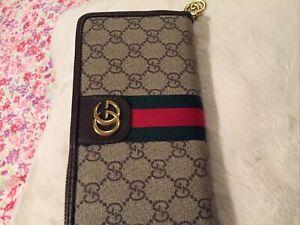 Vintage Gucci Ladies Monogram Wallet
