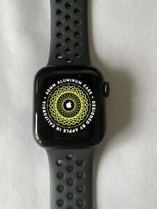Apple Watch SE Nike 40mm GPS + Cellular - Space Gray Aluminum Case