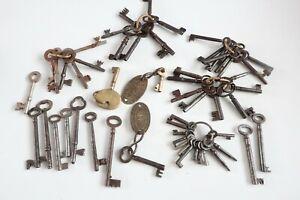 Antique / Vintage keys collection of 55