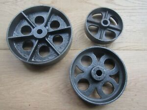 CAST IRON VINTAGE OLD INDUSTRIAL RUSTIC FURNITURE TROLLEY TABLE AXLE WHEELS