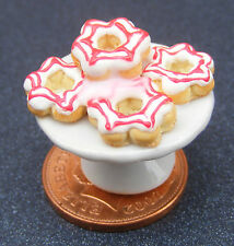1:12 Scale 5 Loose Red & White Donuts On A Stand Dolls House Dining Room PL137