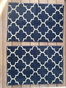 Quadrofoil Pattern Navy And White Large Throw Rugs