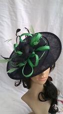 Negro Y Verde Sombrero Fascinator de la pluma. en forma de platillo Boda. razas Hatinator
