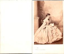 Levitsky, Paris, Femme portant une très jolie robe claire Vintage CDV albumen ca