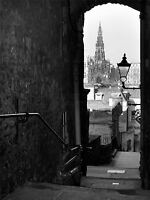 ART PRINT POSTER PHOTO CITYSCAPE EDINBURGH ROYAL MILE LANE BLACK WHITE LFMP0765