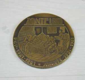Vintage Collectible Plaque Medal Proletarians of All Countries, UNI-VOS Limited