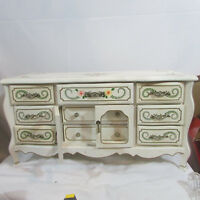 Vintage Jewelry Box White floral great project piece