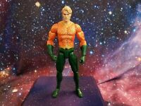 Dc Collectibles -  DC Essentials Aquaman - Action figure