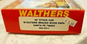 Walther's HO Scale 40 Ft Stock Car With Outside Braced Wood Ends Santa Fe #60524
