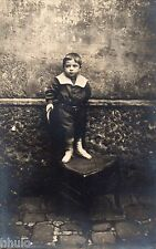 BJ450 Carte Photo vintage card RPPC enfant monté sur une chaise unusual décor