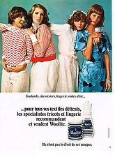 PUBLICITE ADVERTISING 044   1972  WOOLITE   lessive linge délicat