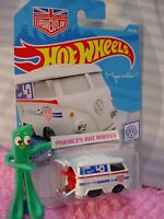 KOOL KOMBI #136 ✰NEW white VW bus; red ; URBAN OUTLAW✰ 2019 i Hot Wheels CASE M
