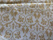 Weiss + Gold: Brokat mit historischem Muster