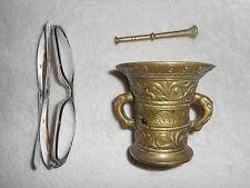 ANCIEN MORTIER ET SON PILON EN BRONZE /1168/DINANT/H.7,5 cm
